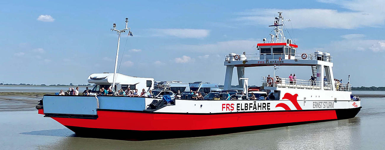 FRS_Elbferry_red_transport_ships_camper_wohnwagen
